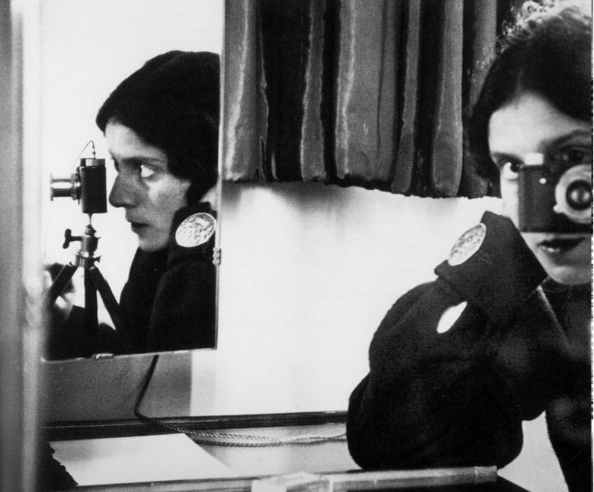 Ilse Bing, Autorretrato con Leica, 1931, Opción 152.