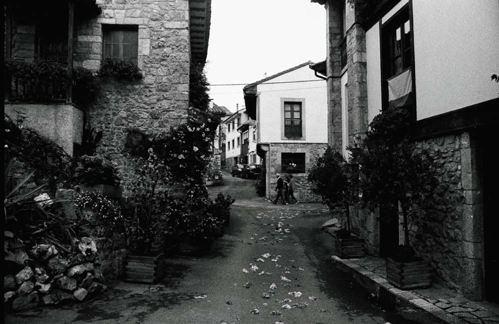 Pasado el futuro | Praktica LCC | Fujifilm 35mm | Asturias, España